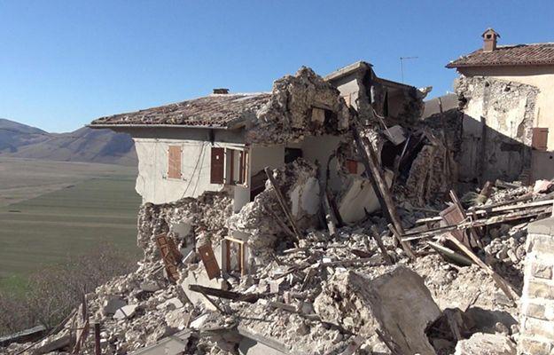 Masowa ewakuacja ludności po trzęsieniu ziemi do hoteli nad morzem
