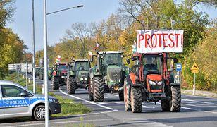 Trzebucza, 07.10.2020. Protest rolników w miejscowości Trzebucza (gm. Grębków), 7 bm. Uczestnicy protestu planują przejazd ciągnikami do DK nr 2, a następnie w kierunku Siedlec. (sko) PAP/Przemysław Piątkows