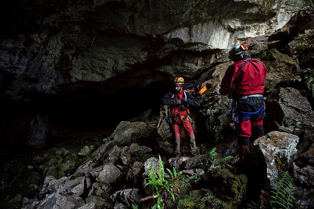 Hiszpania. Akcja ratunkowa w jaskini Cueto-Coventosa