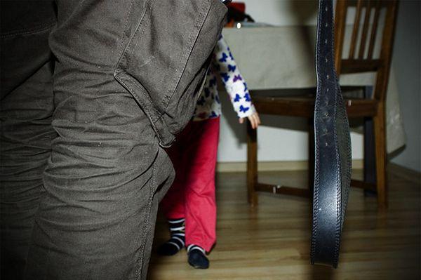 Badania Rzecznika Praw Dziecka: ponad połowa Polaków akceptuje klapsy