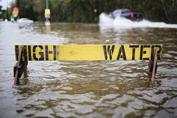 16 śmiertelnych ofiar powodzi w Teksasie