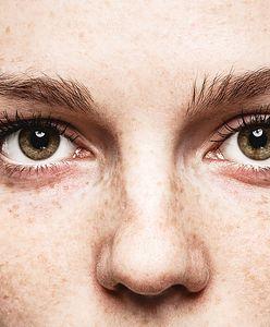 Nie pomijaj tego kroku w codziennej pielęgnacji. Zmniejszysz zmarszczki i cienie pod oczami