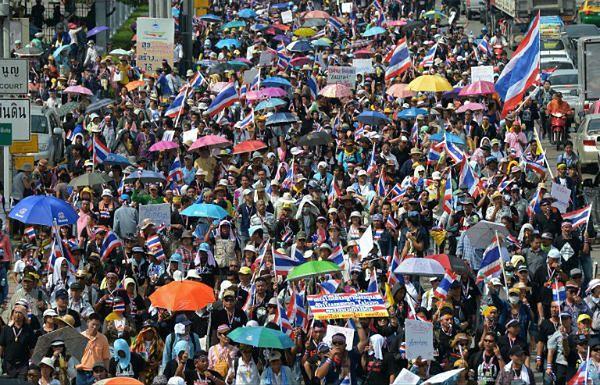Starcia zwolenników i przeciwników tajlandzkiego rządu w Bangkoku