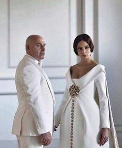 Żona milionera pochwaliła się ciekawymi zdjęciami. Przepych i Gudzowaty w papieskiej czapie
