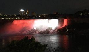 Przez wodospad przepływają ok. 2 tryliony litrów wody na godzinę. Najlepszy widok rozpościera się od strony kanadyjskiej