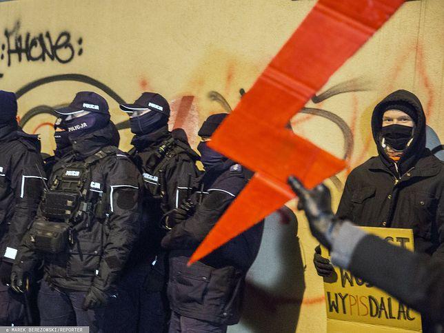 Strajk Kobiet. Protest na ulicach Warszawy [Na żywo]