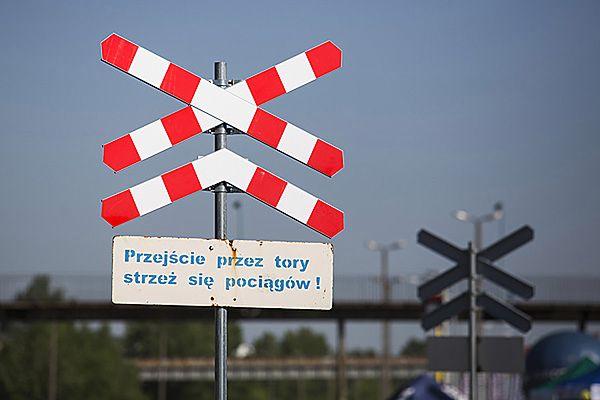 Śmierć na przejeździe kolejowym w Legnicy. Rowerzysta wjechał wprost pod pociąg