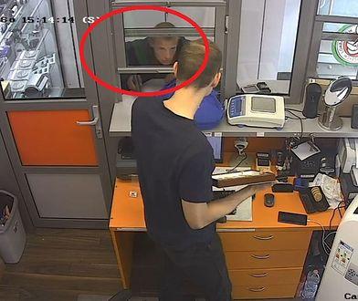 Napad. Funkcjonariusze szukają mężczyzny ze zdjęcia.