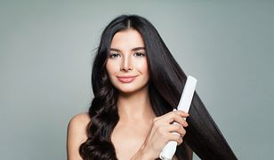 Na zrobienie loków prostownicą nie trzeba poświęcać tyle czasu, co na kręcenie włosów tradycyjnymi metodami