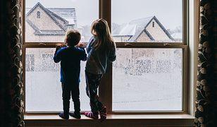 Ferie 2021. Rodzice stają na głowie: domowe kino, bal, lodowisko w ogródku