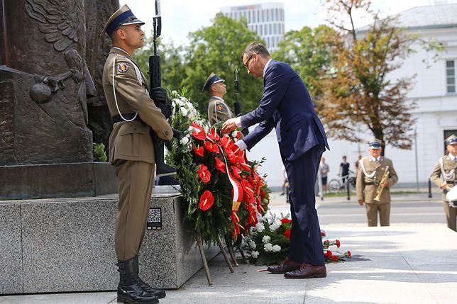 Premier Morawiecki złożył wieniec przed pomnikiem marszałka Piłsudskiego