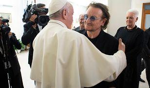Bono na spotkaniu z papieżem Franciszkiem. Wśród tematów pedofilia w kościele