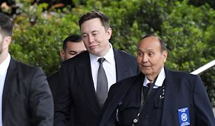 Elon Musk pracował w Sylwestra.