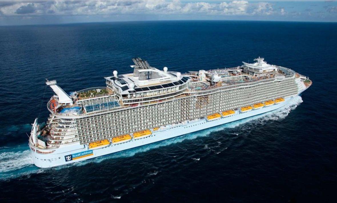 Tak wygląda największy statek wycieczkowy na co dzień. Symphony of the Seas to pływające miasto