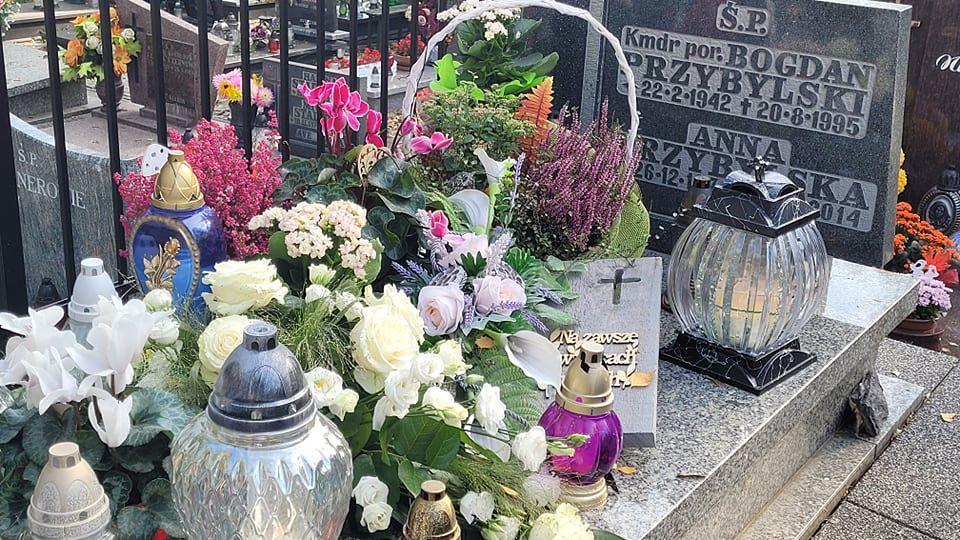 Anna Przybylska spoczywa w jednym grobie z ojcem - Bogdanem Przybylskim, oficerem Marynarki Wojennej