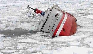 Zatonął statek, który zderzył się z górą lodową