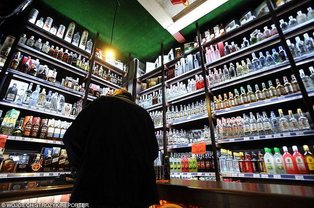 """Sejm przyjął senackie poprawki do """"ustawy alkoholowej"""". Gdzie będzie można się napić?"""