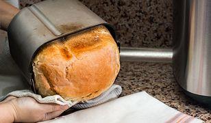 Wypiekacze do chleba zapewniają szybsze i sprawniejsze pieczenie, zamiast nich użyjesz też zwykłego piekarnika