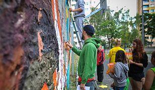 Zamiast siedzieć w domu, tworzą street art