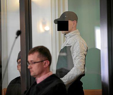 """Kielce. Tomasz K. usłyszał wyrok. Zabił ubrany w koszulkę z napisem """"Śmierć konfidentom"""""""