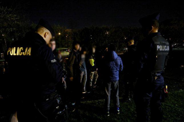 """Konin. Zaatakowali policjantów, bo """"byli wzburzeni"""". Są zarzuty i areszt"""