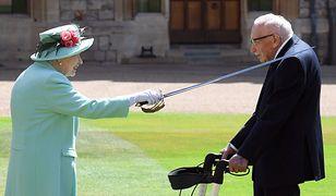 Wielka Brytania. 100-letni Tom Moore zrobił nieprawdopodobną rzecz. Elżbieta II dała mu nagrodę
