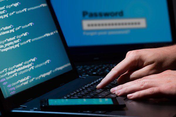 Sieć pełna niebezpieczeństw. Jakie metody hakerzy stosują najczęściej?