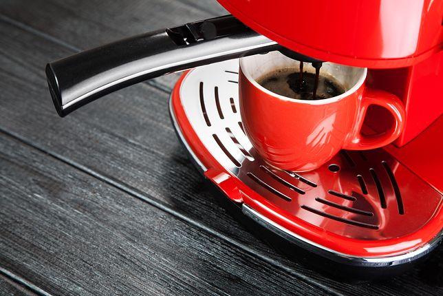 Mały ekspres najczęściej pozwala przygotować jedną porcję kawy