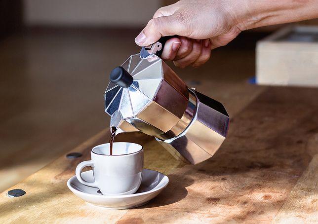 Kawiarka pozwala przygotować mocną, bardzo aromatyczną kawę