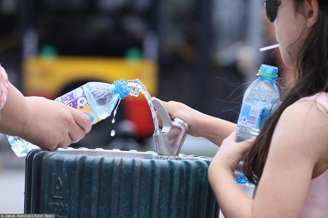 Wrocław. W 5 szkołach pojawiły się poidełka, władze w ten sposób promują picie wody z kranu