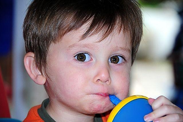Kiedy rodzice myją dziecku zęby