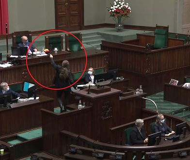 """Dobromir Sośnierz chciał zabrać tęczową flagę. """"Proszę o usunięcie tego emblematu"""""""