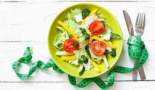 Dieta na redukcję tkanki tłuszczowej musi być odpowiednio zbilansowana i dopasowana do indywidualnych potrzeb.