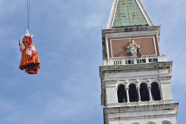 """""""Lot Anioła"""" to tradycyjne wydarzenie w trakcie weneckiego karnawału"""