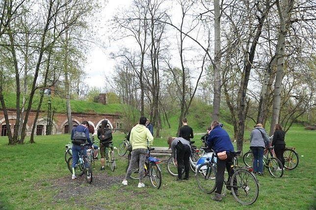 Fort Bema i Wola wokół cmentarzy rowerowo