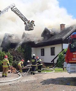 Potężny pożar w Strzebowiskach. Pensjonat stanął w ogniu