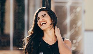 Dbanie o wygląd a pewność siebie. Jaki wpływ na samopoczucie mają pielęgnacja i makijaż?
