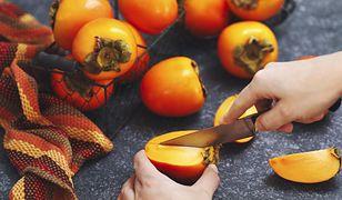 Kaki, czyli perła jesieni. Jak jeść ten egzotyczny owoc? Przepisy na smaczne dania