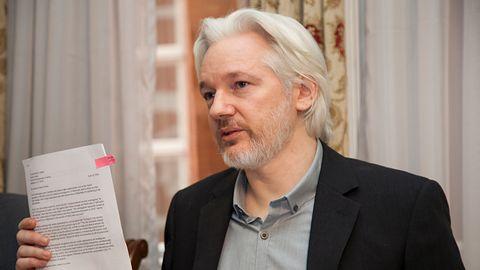 Ekwador chce odebrać azyl Julianowi Assange'owi. Co dalej z twórcą Wikileaks?