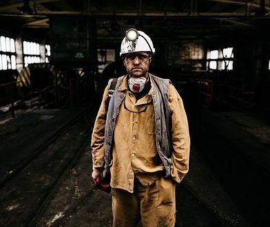 Kiedy dziennikarz zjeżdża do kopalni, aby zobaczyć, jak pracują górnicy - na zdjęciu autor tekstu