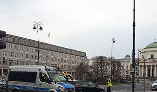 Warszawa. Kolizja na placu Trzech Krzyży. Zablokowana jezdnia w kierunku ronda Gaulle'a