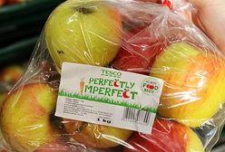 """Tesco organizuje akcję """"krzywa marchewka"""". Brzydkie warzywa i owoce kupisz taniej"""