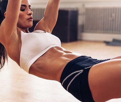 Trening ABS rzeźbi i wzmacnia mięśnie brzucha