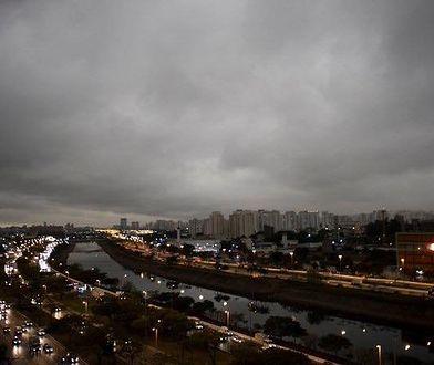 O godz. 15:00 ulice Sao Paulo pogrążyły się ciemnościach spowodowanych przez gęsty dym