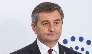 Marek Kuchciński pobiera tysiące na paliwo i taksówki. Mimo że do dyspozycji ma służbową limuzynę