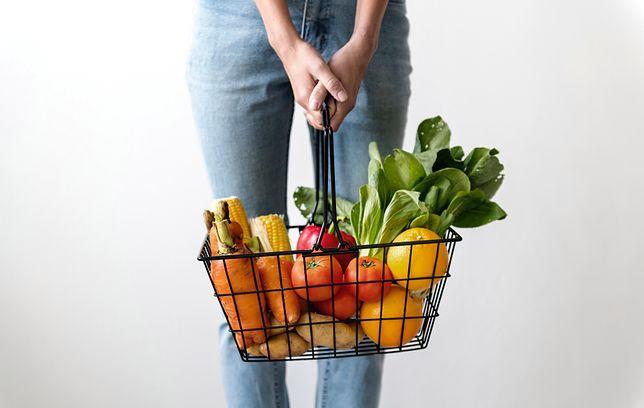Jak przechowywać warzywa, żeby były dłużej świeże? Niektóre sposoby są nietypowe