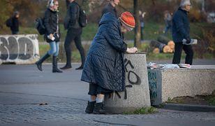 Muszą robić testy bezdomnym. Zaskakujący wymóg rządzących