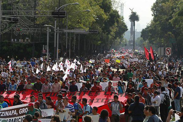Meksyk: wielotysięczne manifestacje w związku z zaginięciem studentów