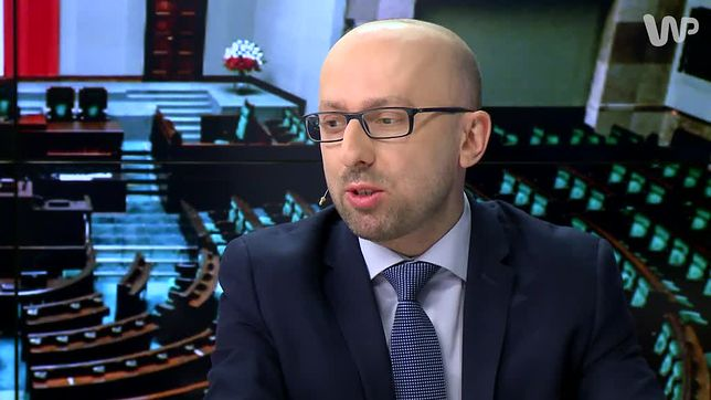 """Łapiński o wypowiedziach Macierewicza. """"Mogą być uznane jako próba wywierania nacisku na premiera"""""""