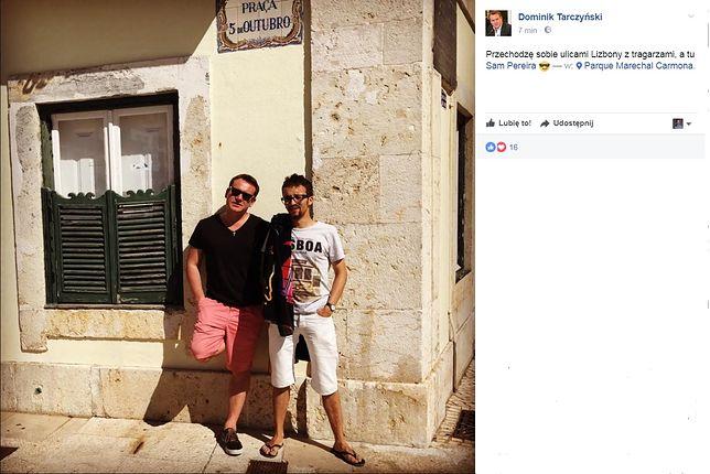 Poseł Dominik Tarczyński PiS chwali się zdjęciem z Lizbony. A obok niego dyrektor z TVP